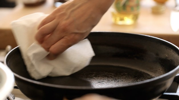 greasing pan with grapeseed oil and paper towel
