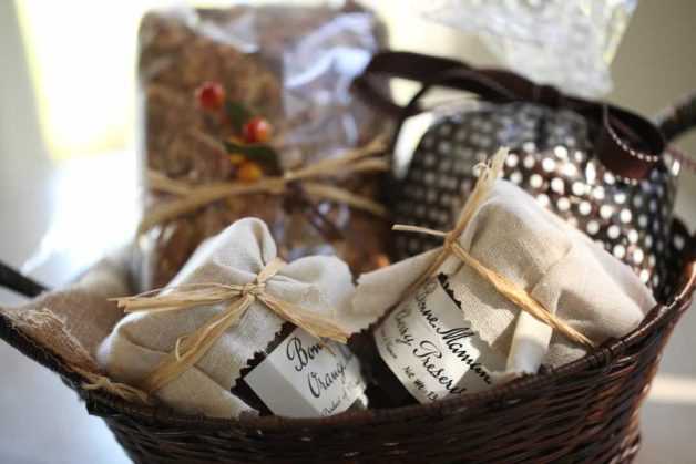 Thanksgiving hostess gift basket with the best pumpkin bread recipe