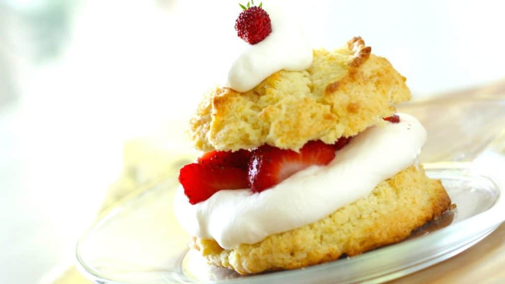 How to Make a Strawberry Shortcake Recipe served on a clear plate