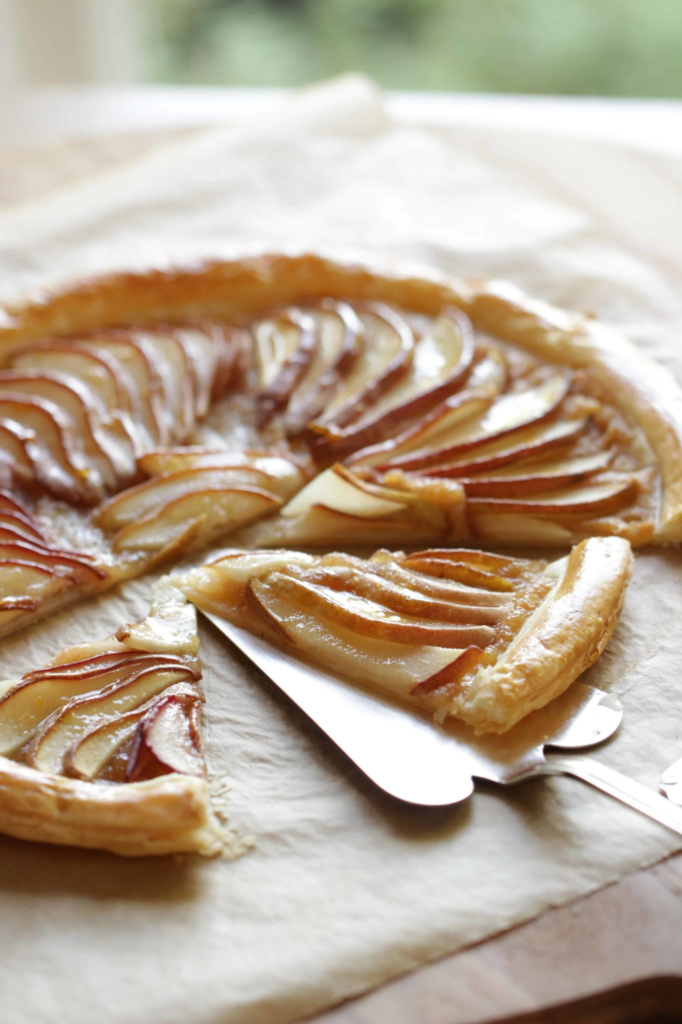 Easy pear tart recipe using puffed pastry entertaining for Apple pear recipes easy