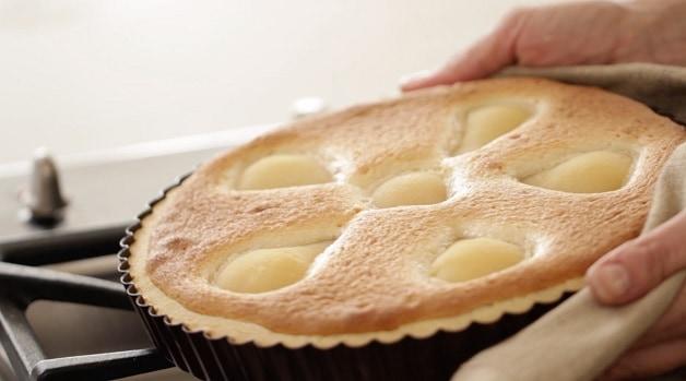 Baked pear tart