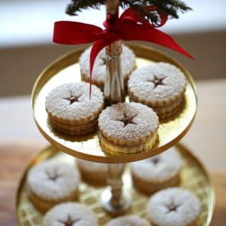 Chocolate Hazelnut Linzer Cookie Recipe #ChristmasCookies #LinzerCookies #CookieRecipes