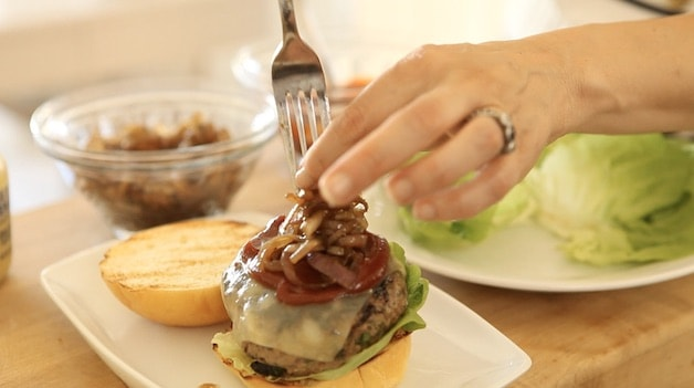 Adding Caramelized onions to a burger