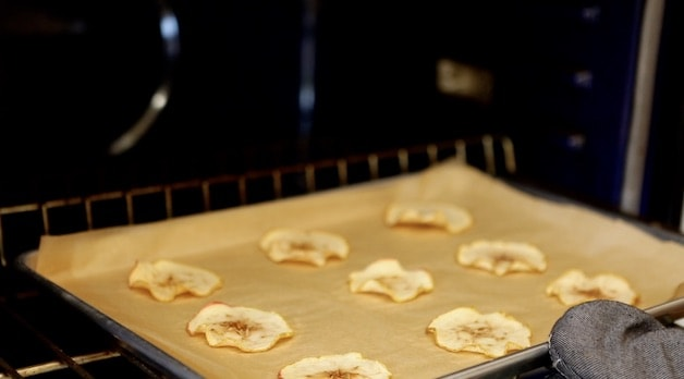 Dehydrated apple slices in oven