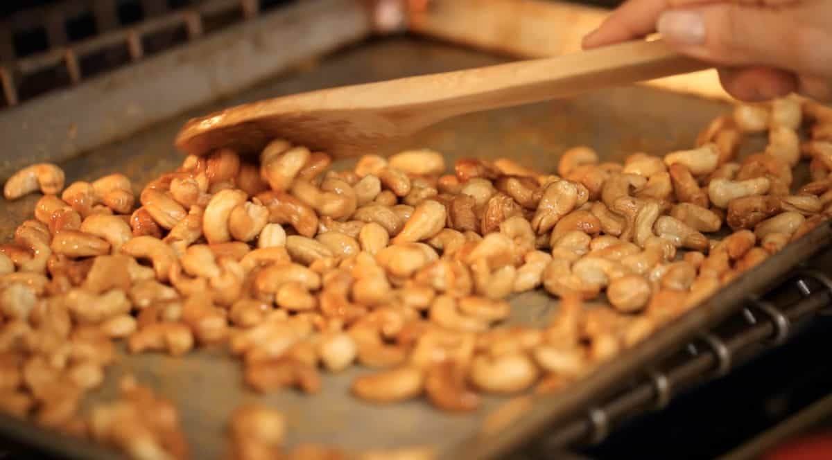 roasting cashews in the oven