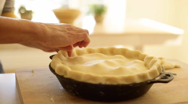 Crimping the apple pie for the best apple pie recipe