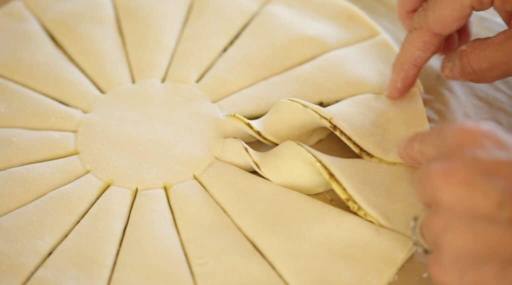 Twisting sun rays of a tarte au soleil