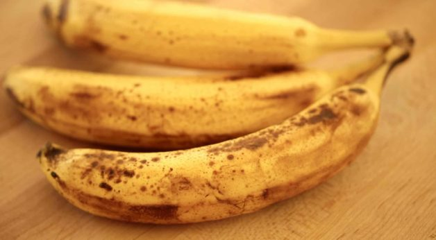 3 ripe bananas in their peels
