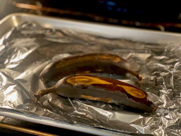 Ripening bananas quickly in the oven