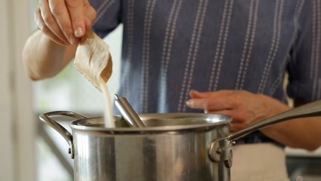 adding a packet or gelatine to a large sauce pot