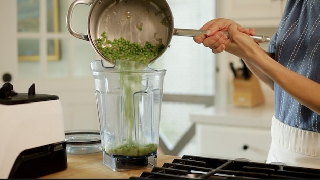 Adding simmered peas to a blender