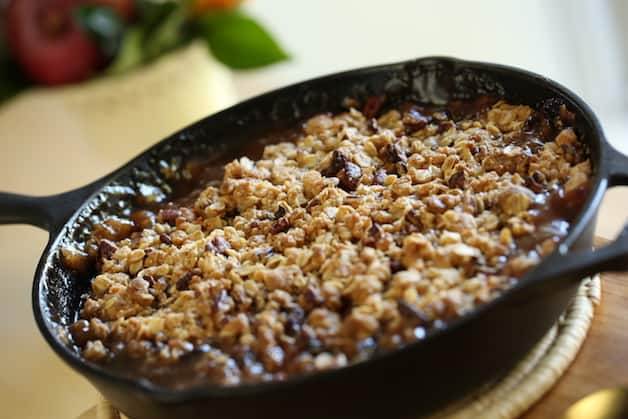 Easy Apple Crisp in a cast-iron skillet