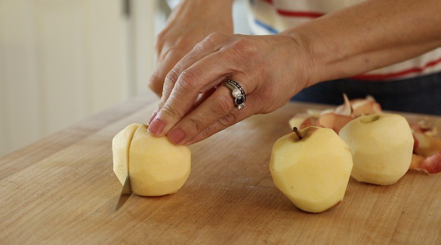 slicing apple rounds off apples