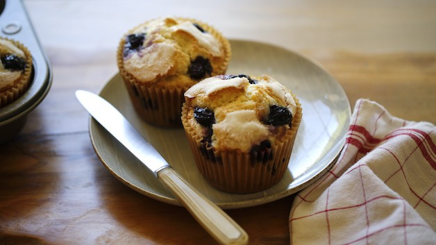 Muffins on a gray plate with a napkin and knife