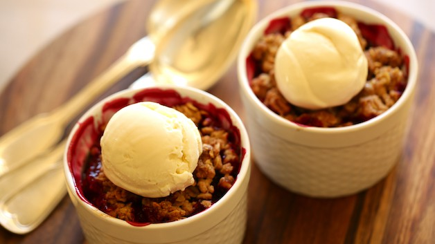 Blackberry Crumble with Ice Cream