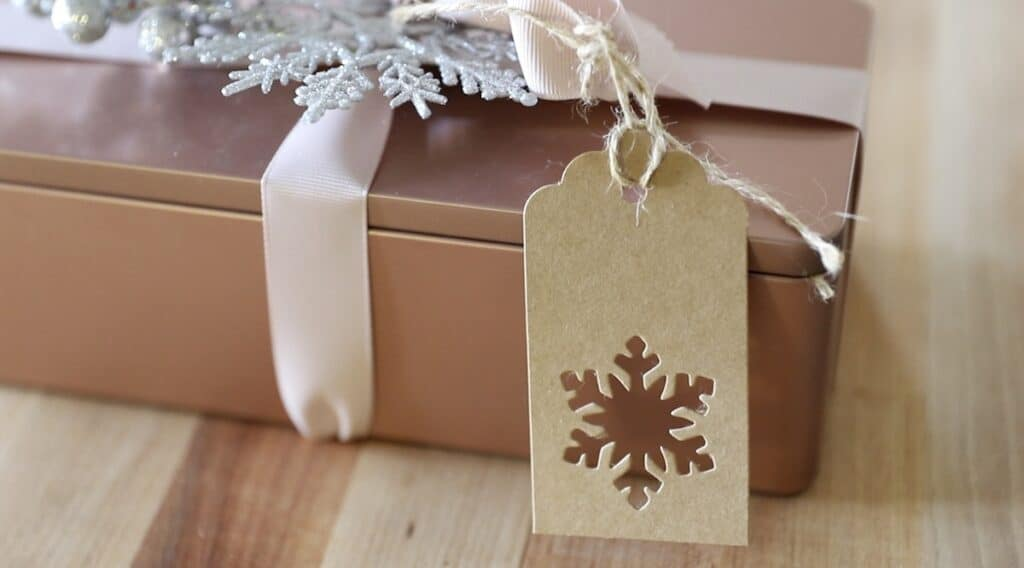 Rose Gold Cookie Tin with Close up on Gift Tag with snowflake cut out