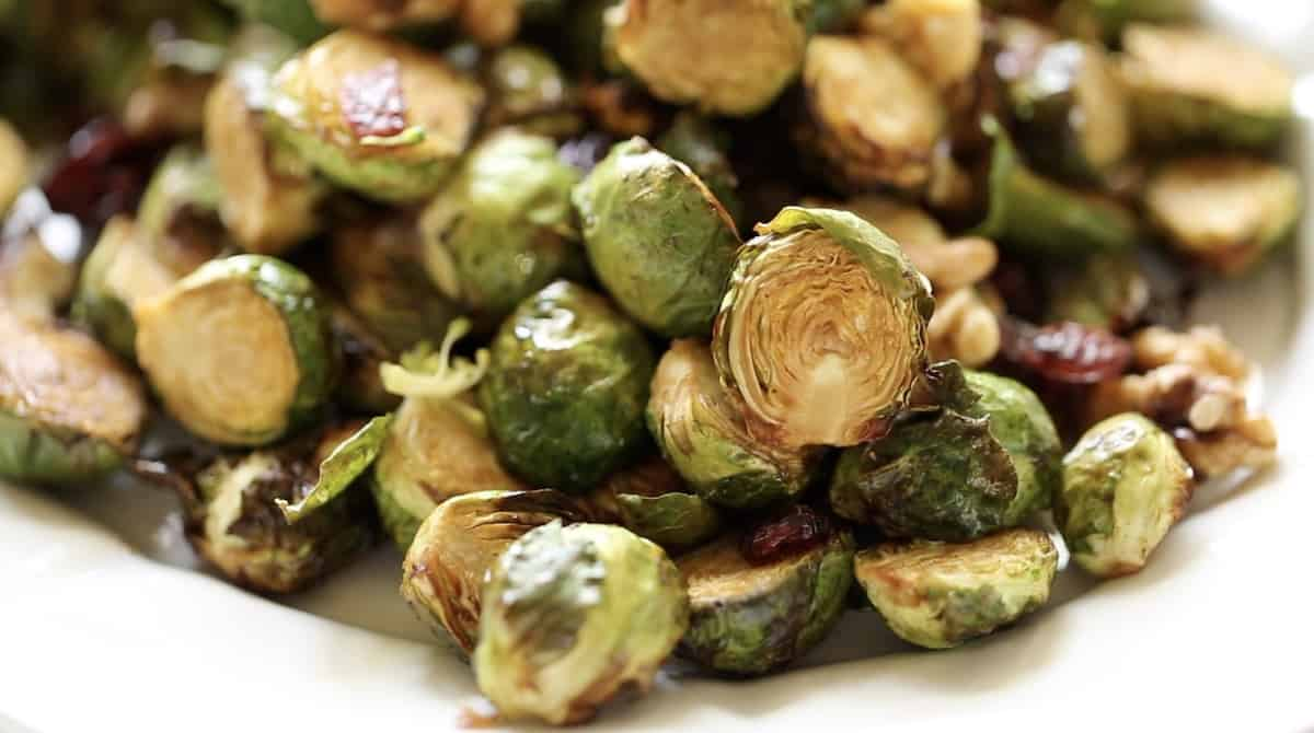 detail of air fryer brussel sprouts showing crispy texture